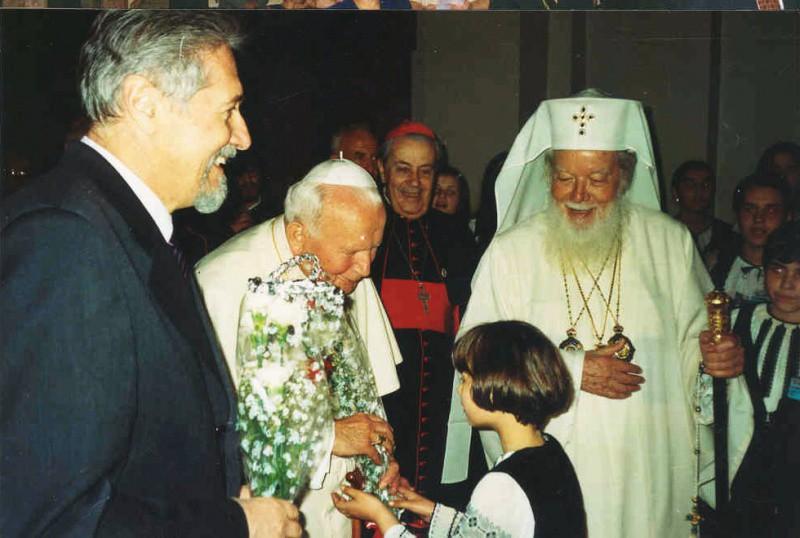 Copiii din corul Theotokos primiti de Papa Ioan Paul al II-lea