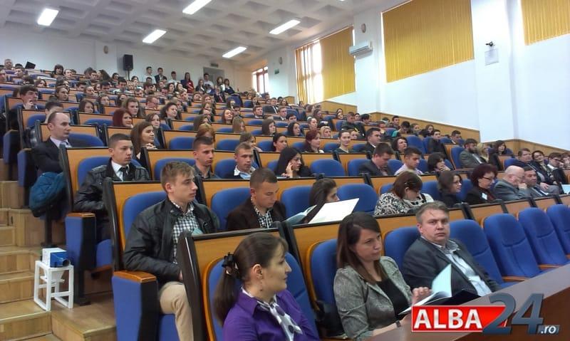 amfiteatru a9 studenti sesiune de comunicari simpozion