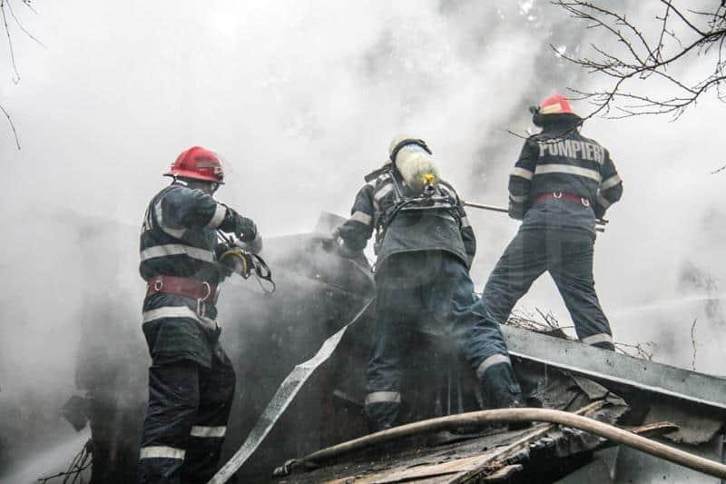 incendiu, acoperis, pompieri