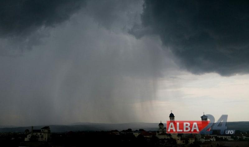 nori furtuna ploaie