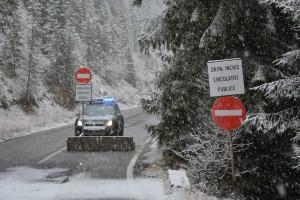 jandarmi, drum blocat, iarna, transalpina