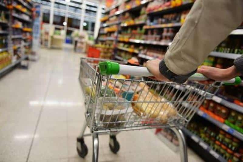 Imagini șocante într-un supermarket din Timișoara. Bărbat mort în magazin, iar oamenii au continuat să-și facă cumpărăturile