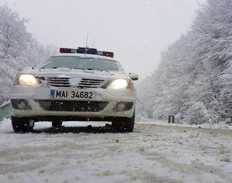 masina politie, iarna