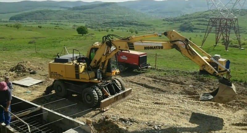 excavator utilaj
