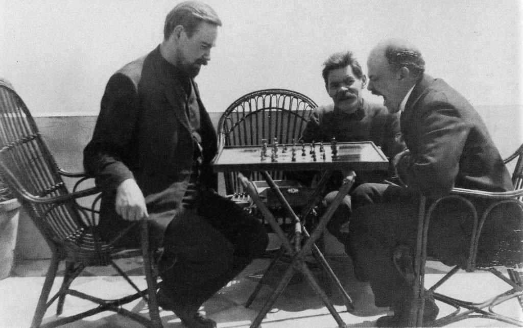 Lenin jucand sah in insula Capri