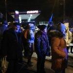 oameni asteptare autobuze