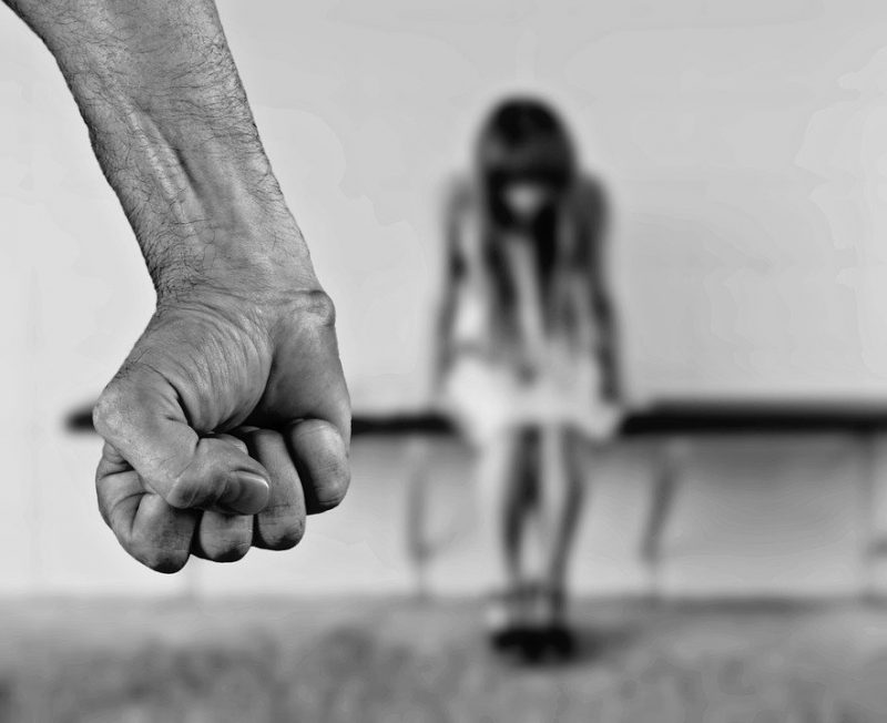 violenta femeie familie