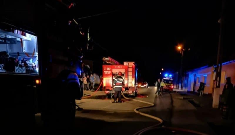 pompieri incendiu noaptea