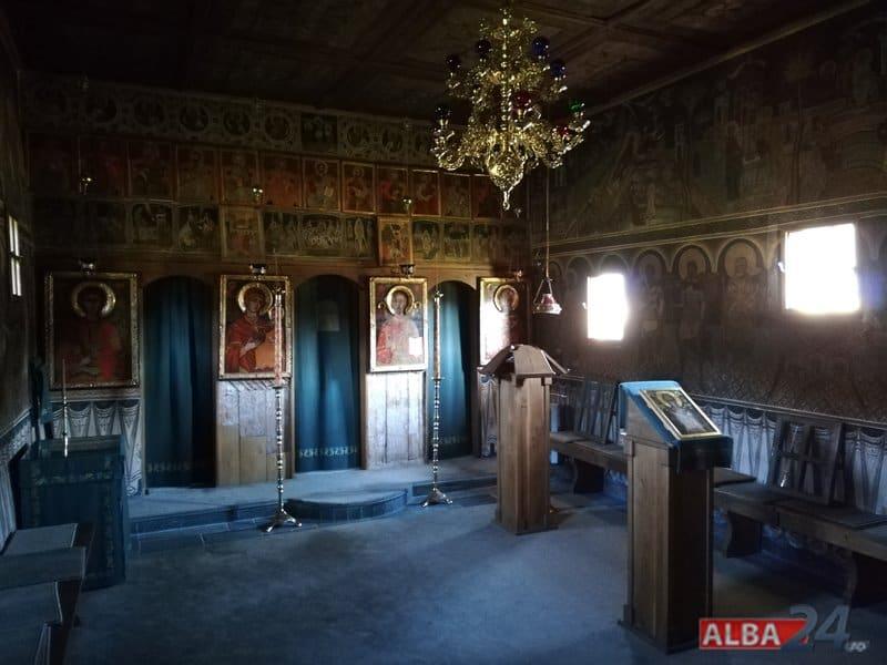 interior biserica lemn lupsa