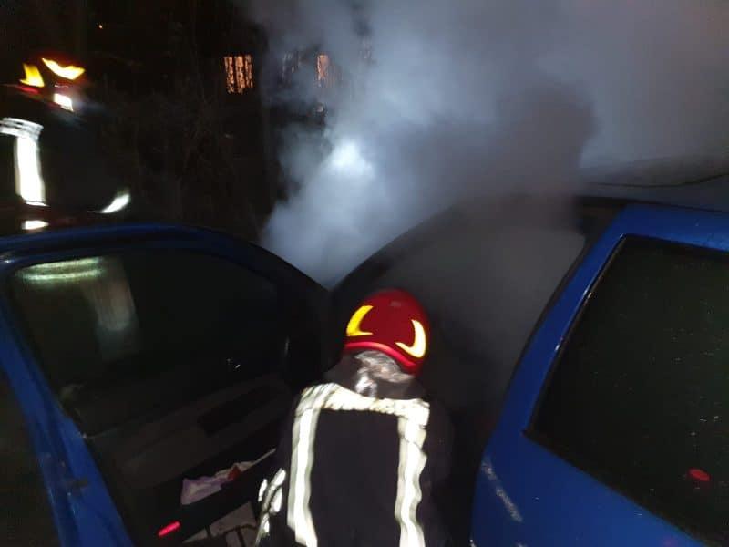 incendiu autoturism noaptea