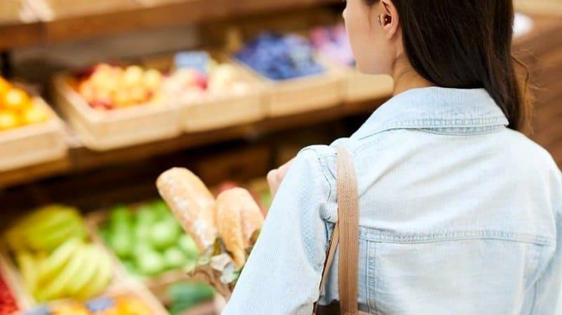 Laptele, roşiile proaspete și salamul, între produsele care s-au scumpit semnificativ în luna martie