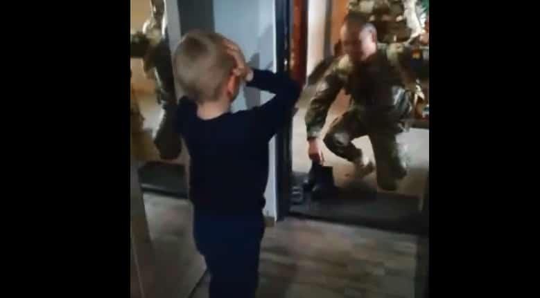 VIDEO: Întâlnirea emoționantă dintre un militar român întors din Afganistan și fiul său. Surpriză pentru Luca
