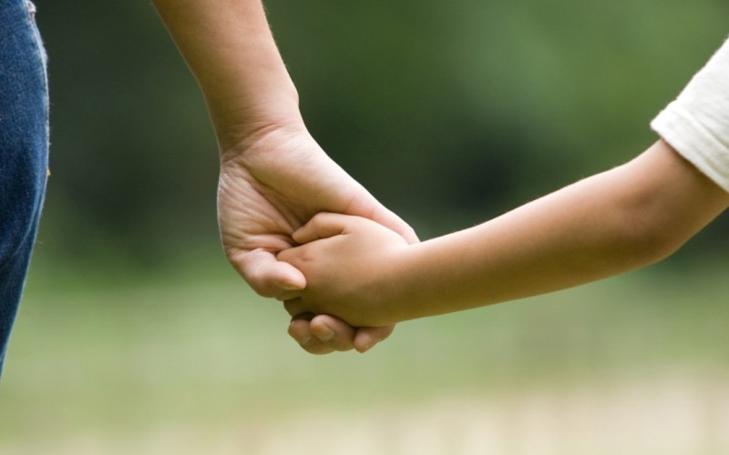 Părinții copiilor cu vârste până la 12 ani vor avea zile libere și în timpul vacanțelor școlare, în perioada stării de urgență